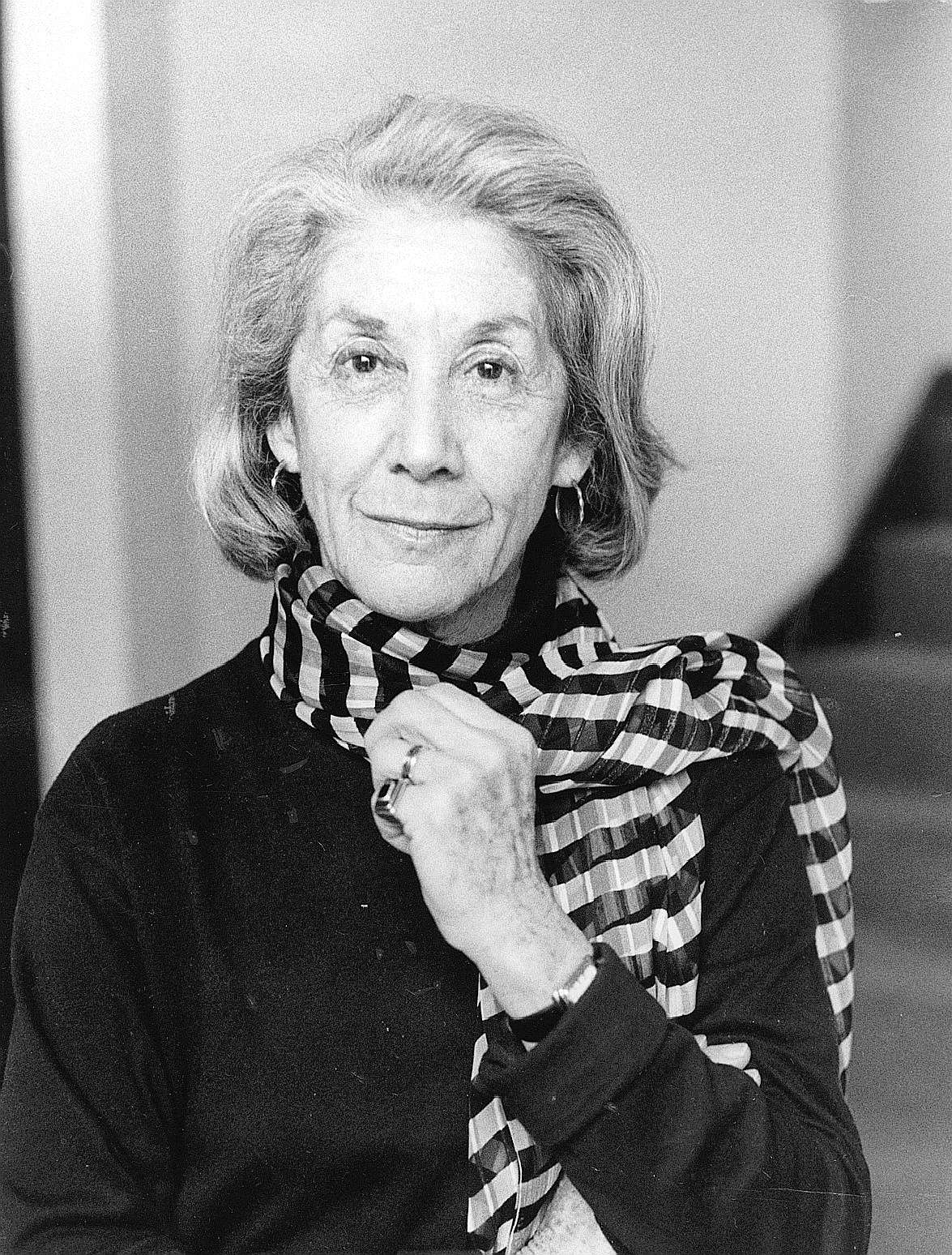nadine gordimers julys people Nadine gordimer 'july's people' is a mentally provocative book that stretches  one's intellectual muscles on the dynamics of relationships.