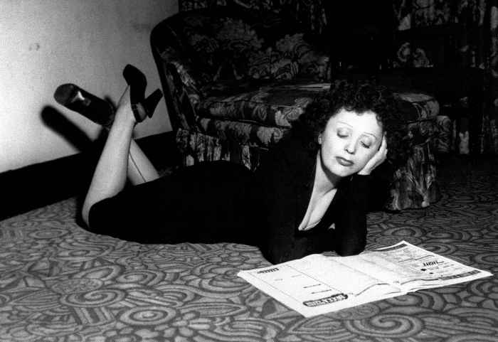french-singer-edit-piaf-relaxes-7237-diaporama